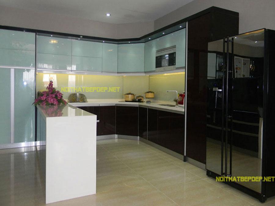 Tủ bếp inox kính màu ở VP