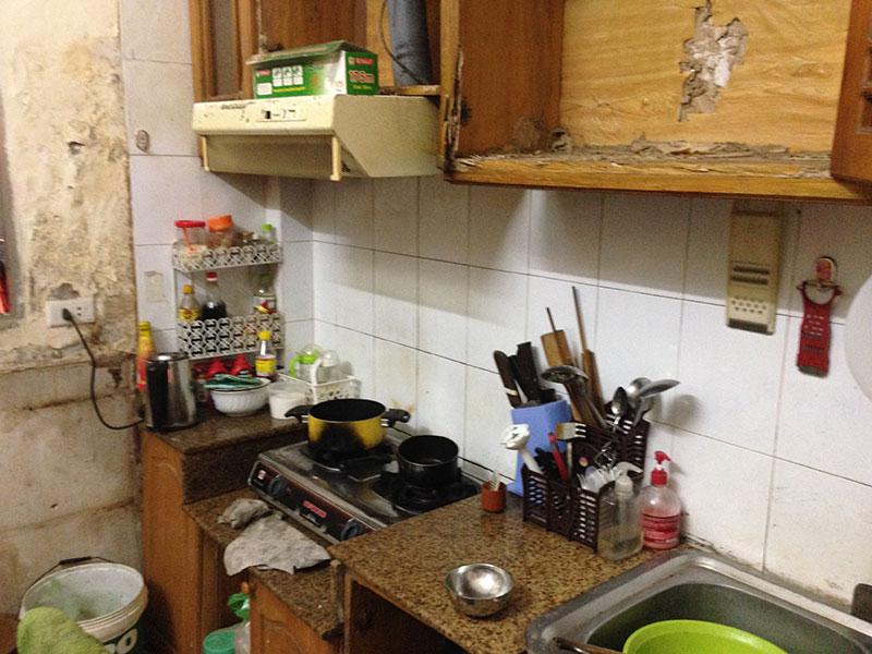 Tủ bếp bị mối ăn