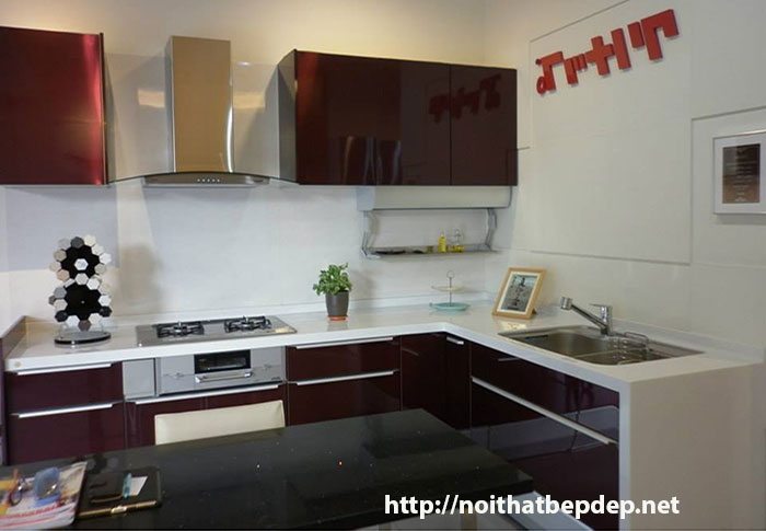 Tủ bếp inox màu mận chín