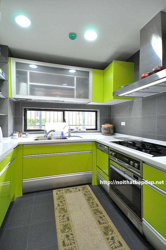 Tủ bếp inox hình chữ U màu xanh non