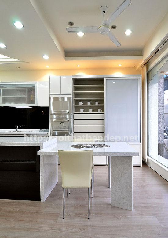 Tủ bếp inox tông sáng