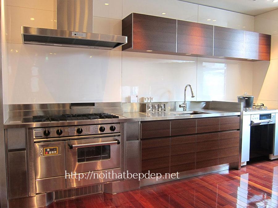 Tủ bếp bằng inox phù hợp với gia đình cũng như nhà hàng khách sạn