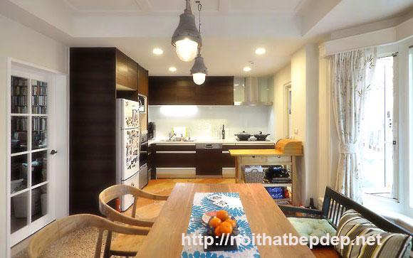 Tủ bếp inox phong cách bếp tông màu gỗ